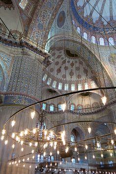 Moment intense dans le quotidien des Stambouliotes: la visite de la mosquée bleue.
