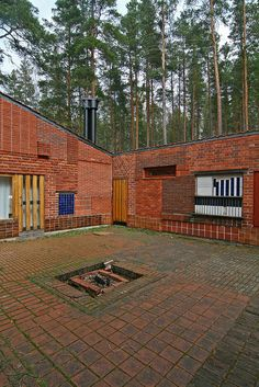 Aalto experimented with mixing finishes and patterns, using tile and brick, at his own lake house at Muuratsalo, Finland, 1952.