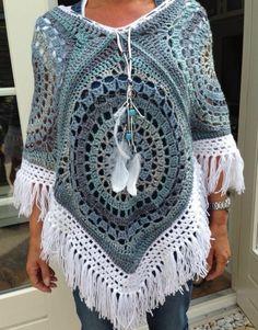 Crochet beautiful and unusual feminine poncho. Free patterns to crochet poncho Poncho Au Crochet, Crochet Shawls And Wraps, Crochet Jacket, Crochet Granny, Crochet Scarves, Crochet Clothes, Free Crochet Poncho Patterns, Crochet Sweaters, Knitting Patterns