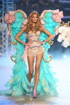 Victoria's Secret Fashion Show 2012 pictures and angels (Vogue.com UK)