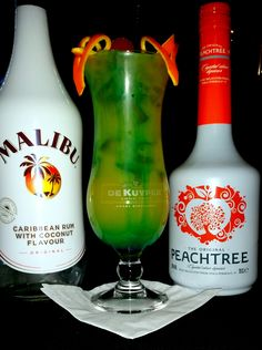 Love dream: 2cl Malibu Coconut Rum, 2 cl De Kuyper Peach Tree, 2cl lemon juice 2cl Giffard Blue Curacao syrup, 12cl pineapple juice