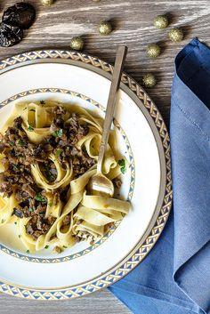 Tagliatelle con ragù bianco di anatra e Prugne della California - Teresa Balzano