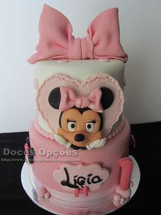 Doces Opções: Um bolo Minnie para o 1º aniversário da Lígia Bolo Minnie, Children, Disney, Decorating Cakes, Sweets, Young Children, Boys, Kids, Child