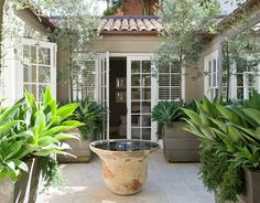 Oh to have a house wrap around a courtyard ... that's a dream I have ...