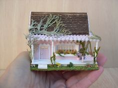 House of dolls miniatures House scale by Cantimpalominiaturas Garden Crafts, Kids Playing, Dollhouse Miniatures, Decorative Boxes, Mini Houses, Mini Mini, Dolls, Dollhouses, Unique Jewelry