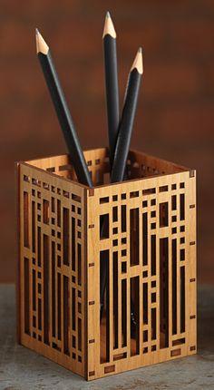 Robie House Grille Pen Holder Wooden Pen Holder, Wood Pencil Holder, Pencil Boxes, Laser Cutter Ideas, Laser Cutter Projects, Wood Pallet Crafts, Diy Wood Projects, Desk Gifts, Wood Burning Crafts