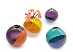Glass has the beautiful ability to capture light and transmit color in different shades. The typology of «Mojo» is simple, a translucent ball decorated with an opaque dot. «Mojo» is a nice companion to show the beauty of a single flower. Venice Glass, A Kind Of Magic, Glass Collection, Different Colors, Textiles, Inspiration, Switzerland, Interiordesign, Shades