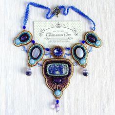 колье с содалитом, халцедонами, аметистами, флюоритами и Swarovski)  Нашло хозяйку)  #мастерская_син #sinbead #sinbeadjewelry #jewelry #necklace #Swarovski #beadwork #beadedjewelry #beadembroidery #украшение #колье #дизайнерскиеукрашения #сваровски #распродажа #sale