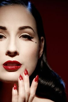 Dita Von Teese makeup tricks