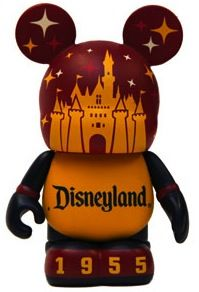 I get vinylmations sometimes when i go to dinseyland, but if this were one of the options, I would get it in a heartbeat