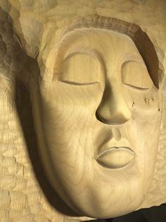 """""""Polynesier"""". Skulptur aus Linde. Diese Holzskulptur habe ich überwiegend mit Schnitz-Werkzeugen, Stechbeitel und Schleifpapier, aber auch mit der Flex erstellt. Weitere Skulpturen aus Holz und Stein des Bildhauers aus Köln, z.T. vergoldet mit 24 Karat Blattgold sind auf meiner website zu sehen."""