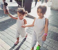 Narelle y Norah de paseo en sus vacaciones mallorquinas con nuestro mono de rayas  . preciosas!! Gracias @nanianonano por la foto!