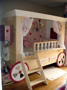 125 großartige Ideen zur Kinderzimmergestaltung - bett wie kutsche gestalten mit treppe                                                                                                                                                     Mehr