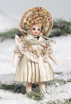View Catalog Item - Theriault's Antique Doll Auctions - Tiny French