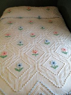 """Vintage Chenille Bedspread White  Floral Double 87"""" x 98"""" CUTTER?"""
