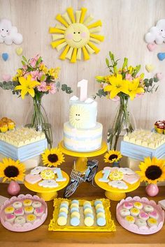 You are my sunshine first birthday party Sunshine Birthday Parties, 1st Birthday Party For Girls, Girl Birthday Themes, Birthday Decorations, Birthday Ideas, Table Decorations, Sunshine Baby Showers, Sunflower Party, First Birthdays