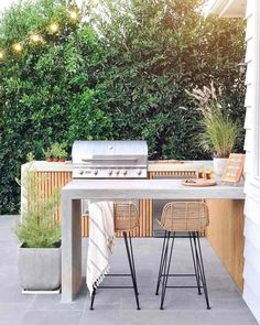 Excellent Private City Garden Design Ideas With Beach Vibes 37 Outdoor Barbeque Area, Outdoor Bbq Kitchen, Outdoor Kitchen Design, Barbecue Area, Outdoor Kitchens, Patio Kitchen, Barbecue Ribs, Bbq Grill, Modern Backyard