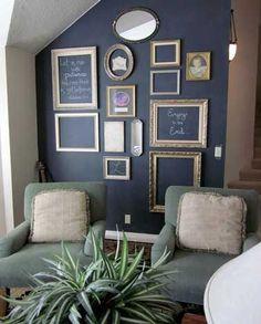 Un cabinet de curiosité prend vie grâce à une peinture salon tableau noir