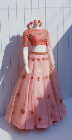 Indian Fashion Dresses, Indian Bridal Outfits, Indian Gowns Dresses, Dress Indian Style, Indian Designer Outfits, Wedding Lehenga Designs, Designer Bridal Lehenga, Designer Party Wear Dresses, Lehnga Dress