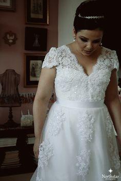 Vestido de noiva clássico, romântico e tradicional. Veja mais acessando nosso blog: http://paulabypaula.blogspot.com.br/