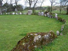 'Lios na Grainsi' - Ireland's Largest Stone Circle Stone Quarry, Mysterious Places, Ireland, Around The Worlds, Architecture, Outdoor Decor, Image, Beautiful, Arquitetura