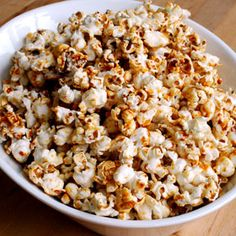 This sweet and salty popcorn is a favourite at markets and street fairs, and it's actually quite easy to make at home. Traditionally it's made in a cast iron kettle, but we bake our version in the oven. Smoothies, Kettle Corn, Red Food Coloring, Snack Recipes, Snacks, Candy Apples, Sweet And Salty, Corn Syrup, Holiday Baking
