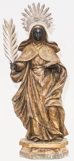 Rara imagem de Santa Efigênia, madeira policromada. Brasil, resplendores e palma de prata, circa 1800. Alt. 67cm. Vendida 17.000,00