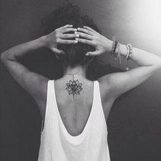 7 delicados tatuajes para la espalda y sus significados
