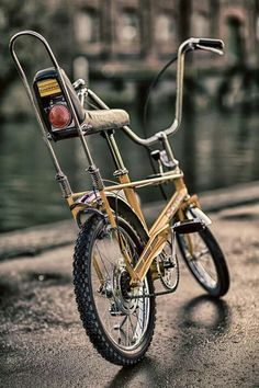 Banana seat..............:: Vintage Cycles, Vintage Bikes, Banana Seat Bike, Raleigh Chopper, Lowrider Bicycle, Champions Of The World, Retro Bike, Chopper Bike, Old Bikes