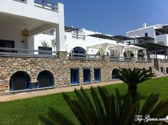 Front entrance   Paros Agnanti resort   www.parosagnanti.gr
