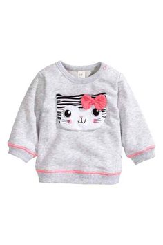 h&m cat sweater Toddler Outfits, Kids Outfits, Baby Girl Pajamas, Baby Suit, Baby Body, Baby Design, Little Girl Dresses, Handmade Clothes, Fashion Kids