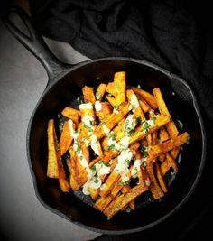 These crunchy, golden baked plantain fries are a great option to potato fries. They are spiced lightly with turmeric and ground black pepper. Vegan Recipes Kid Friendly, Kid Friendly Meals, Baked Plantains, Hidden Veggies, Vegan Snacks, Vegan Food, Veggie Side Dishes, Healthy Recipes, Healthy Meals