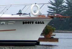Boat Names Discover Hilarious pictures show the wittiest boat names out there Going by the name of their boat this sailor is using his ship as a rendez-vous for his booty calls Funny Boat Names, Boat Name Decals, Best Entrepreneur Quotes, Big Deck, Boat Humor, Ship Names, Time Out, Pirates Of The Caribbean, Funny Signs