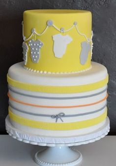 the clothespin line makes a really cute baby shower cake decoration
