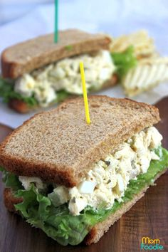 Copycat Chik-a-Fil Chicken Salad Recipe: Make Your Own Sandwiches - Mom Foodie - Blommi Chick Fil A Chicken Salad Recipe, Chik Fil A Chicken, Chicken Salad Recipes, Chicken Salads, Recipe Chicken, Chicken Salad Sandwiches, Healthy Sandwiches, Sweet Pickles, Pasta