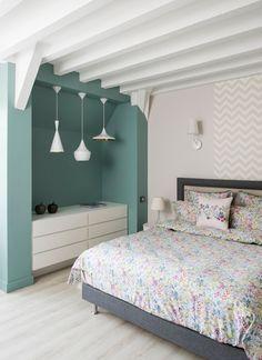 #Chambre avec de belles couleurs !  #déco #couleur #vert #gris #blanc  http://www.m-habitat.fr/par-pieces/chambre/quel-style-de-deco-pour-une-chambre-2735_A