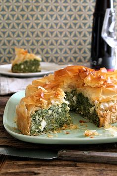 - Spinat-Feta Pai - filo pastry, frozen spinach,feta cheese and pine nuts Spinach Pie, Spinach And Feta, Frozen Spinach, Filo Pastry, Good Food, Yummy Food, Cooking Recipes, Healthy Recipes, Food To Make