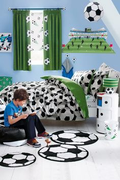 soccer Kids-Bedroom-Ideas-with-Soccer-Ball-Bedding-Sets - Decor Crave Boys Bedroom Decor, Small Room Bedroom, Bedroom Themes, Bedroom Ideas, Small Rooms, Bed Room, Teen Bedroom, Boys Football Bedroom, Football Rooms