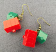This listing is for a set of earrings featuring Monopoly board game pieces. Each ear ring has one house and one hotel. The earrings are loop style. Full length is about 2 inches (approx 5 cm). These Earrings are made-to-order. You can choose from three different metal tones: Brass, Copper or surgical steel (silver tone). All metal finishes are nickel and allergen free. See the third photo for images of these choices. Please allow up to one week for me to create these earrings for you once…