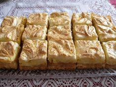 Jabĺčkový zákusok - My site Pretzel Desserts, Köstliche Desserts, Delicious Desserts, Dessert Recipes, Yummy Food, Mini Pavlova, Kolaci I Torte, Sweet And Salty, Quick Easy Meals