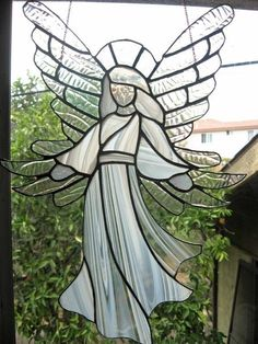 Gorgeous stained glass angel with flowing white gown and fabulous wings Stained Glass Angel, Stained Glass Ornaments, Stained Glass Christmas, Stained Glass Suncatchers, Faux Stained Glass, Stained Glass Designs, Stained Glass Projects, Stained Glass Patterns, Leaded Glass