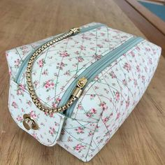 Sewing Hacks, Sewing Tutorials, Sewing Crafts, Couture Sewing, Denim Bag, Fabric Bags, Sewing Accessories, Baby Sewing, Small Bags
