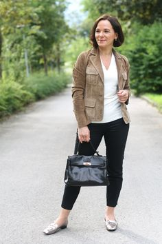 Annette, ladyofstyle.com wears the Riana in Black http://www.maxwellscottbags.com/products/riana-kelly-style-leather-bag.html