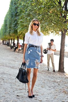 something i find very hard to pull off.denim skirts O.O *Denim Outfits* Perfectly ripped, distressed denim on denim trendy gorgeousness Denim Crop Top, Denim Pencil Skirt, Ripped Denim, Distressed Denim, Denim Skirts, Jean Skirts, Long Skirts, Denim Skirt Outfits, Denim Pants