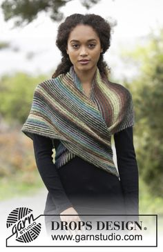 Herbs & Spices / DROPS - Knitted shawl worked diagonally with garter stitch and stripes. Piece is knitted in DROPS Delight. Schals Streifen Herbs & Spices / DROPS - Free knitting patterns by DROPS Design Outlander Knitting Patterns, Lace Knitting Patterns, Free Knitting, Scarf Patterns, Knitted Shawls, Crochet Shawl, Knit Crochet, Knit Poncho, Free Crochet