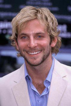 Pin for Later: So liefen die Stars zum ersten Mal über den roten Teppich Bradley Cooper, 2001