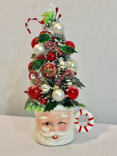 Awesome Christmas Bathroom Decorations on a Budget – DIY Santa Mugs Awesome Christmas Bathroom Decor Shabby Chic Christmas Decorations, Vintage Christmas Crafts, Christmas Bathroom Decor, Retro Christmas, Christmas Projects, Xmas Decorations, Holiday Crafts, Rustic Christmas, Holiday Ideas