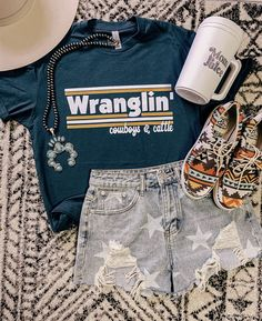 Cowgirl Style Outfits, Western Outfits Women, Country Style Outfits, Southern Outfits, Rodeo Outfits, Country Fashion, Cute Casual Outfits, Country Girl Clothes, Cute Country Girl