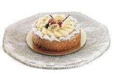 Le Wepion  Biscuit à la cuillère, amandes, mousse de fruits rouges, crème chiboust caramélisée.  www.stohrer.fr