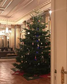 Royal Family Around the World: Crown Princess Mary and Crown Prince Frederik of Denmark marked the Reformation Anniversary in Copenhagen on December 2017 Christmas Tree Logo, Royal Family Christmas, Royal Family Trees, Traditional Christmas Tree, Danish Royal Family, Magical Christmas, Christmas Tree Decorations, Christmas Tree Ornaments, Christmas 2017